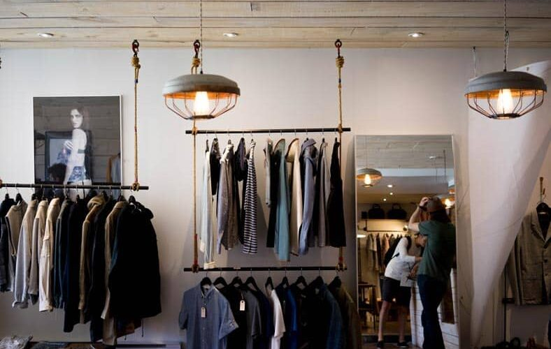 Guide to The First Physical Store for Online Retailer