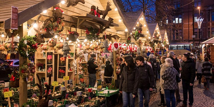 Tip To Boost Sales For Toys, Hobbies & Gifts Retail: Create a Christmas-themed ambiance