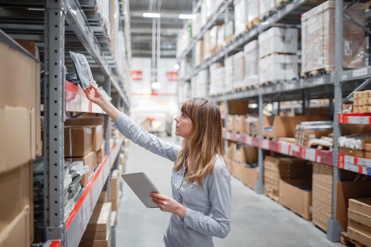 Counting products separately at each warehouse system
