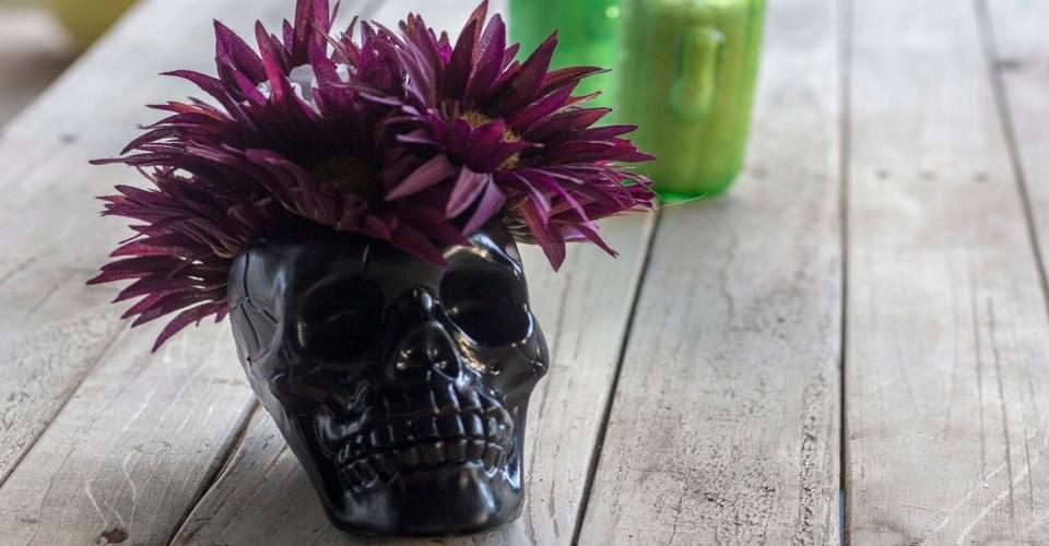 Black skull vase for Halloween store decorations