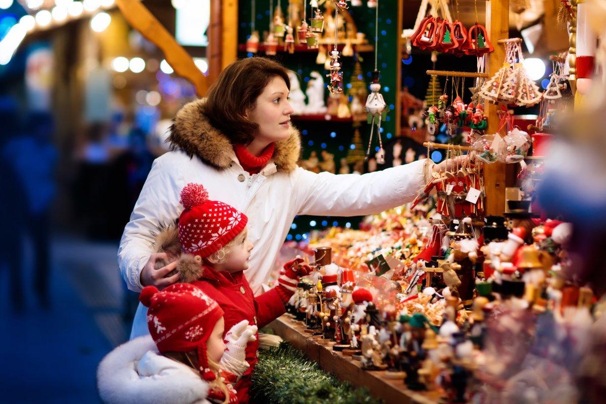 Retail display ideas for seasonal events