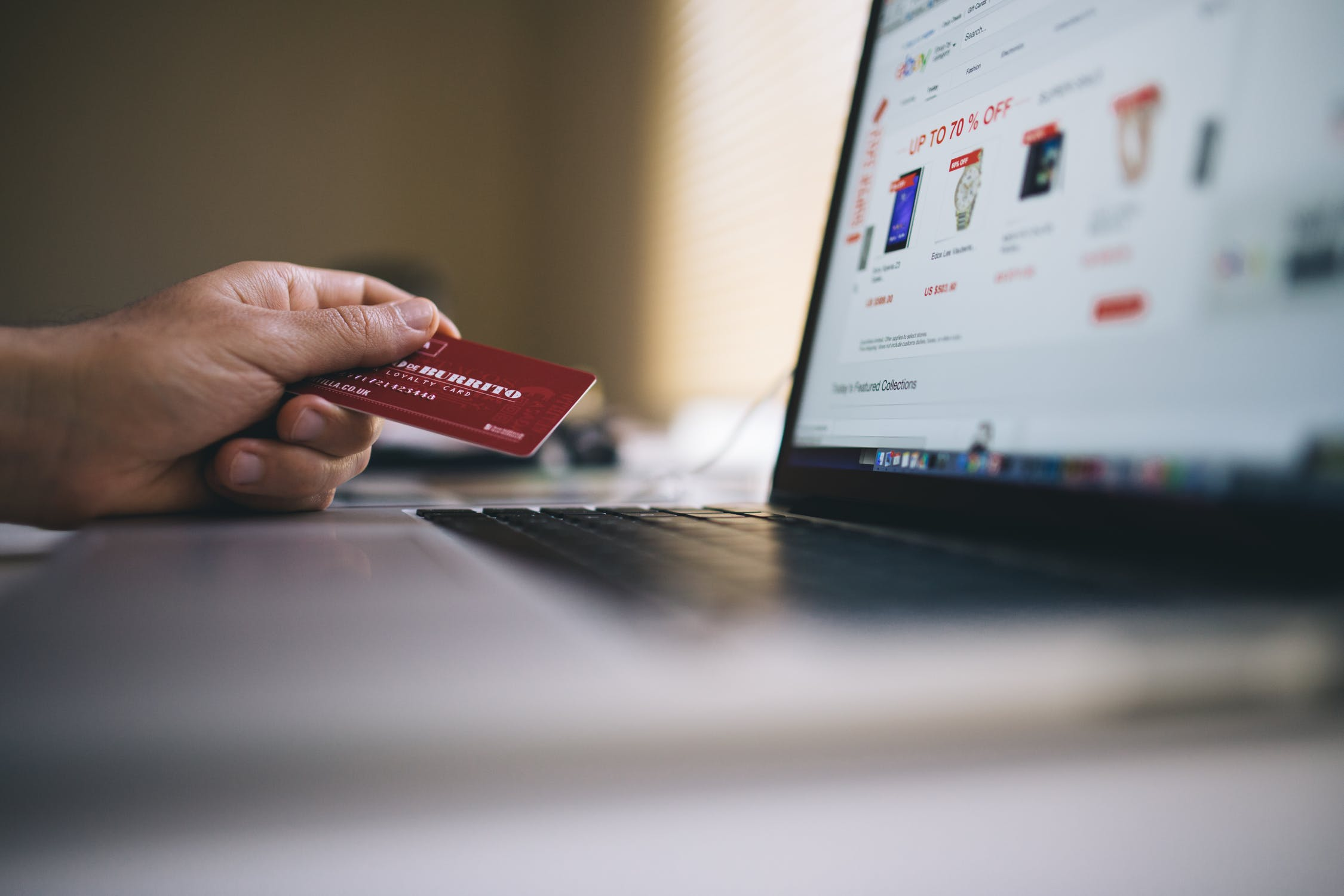 holiday retail operation - online shopping